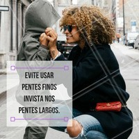 Os pentes largos são ideias para manter os fios, principalmente se for de madeira! #ahazou #crespodopoder #cabelocrespo #crespo #instabeauty #curls #curly
