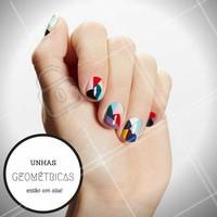 Unhas coloridas e geométricas: eu quero! Agende já o seu horário. #NailArt #Ahazou #Unha #Manicure #AmoEsmalte #Esmalteria #AhazouDemais