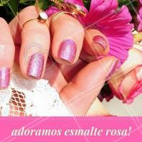 Delicado e feminino, um esmalte rosinha é opção ideal para passar a semana sem perder o charme. #Unha #Nails #Manicure #Ahazou
