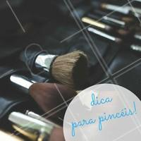 Independente do tipo de pincel, a limpeza é a mesma, inclusive para as esponjas. Existem produtos específicos para limpar os pincéis. Não deixe de limpar e fazer a manutenção dos seus pincéis! #Maquiagem #AmoMaquiagem #Ahazou #Beleza #Autoestima