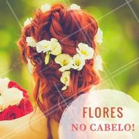 Puro charme: flores no cabelo estão com tudo. Inspire-se neste penteado! #Inspiração #Penteado #Hair