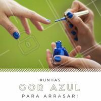 Muitas atrizes nacionais e internacionais já aderiram a esse estilo e usam os esmaltes para complementar os seus acessórios ou até mesmo com o seu look do dia. Aposte na cor azul você também! #Ahazou #Unha #Esmalte #Azul #Manicure #AmoEsmalte #Nails