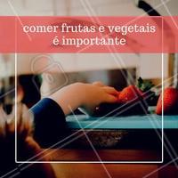 As frutas, verduras e legumes são importantíssimos e  devem fazer parte da alimentação diária da criança, pois representem a principal fonte de nutrientes antioxidantes do organismo. #frutas #legumes #alimentação #saúde #criança