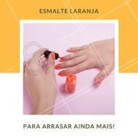 Esmalte laranja é sucesso em passarelas de moda e entre famosas. Aposte nesta cor para um visual mais alegre e divertido! #Unha #Manicure #Esmalte