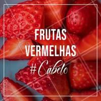As frutas vermelhas podem trazer muitos benefícios para o nosso corpo, inclusive para as madeixas! Elas proporcionam energia, brilho e maciez. Invista nas frutinhas e em cosméticos que as possuem em sua composição. #cabelos #ahazoucabelos #ahazou #frutasvermelhas #brilho #maciez #energia #saude