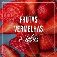 As frutas vermelhas proporcionam muitos benefícios, inclusive para os lábios! São frutas antioxidantes que cuidam do rejuvenescimento da pele! Acrescente-as em sua alimentação e invista em produtos que as contém em sua composição. #frutasvermelhas #ahazouestetica #ahazou #labios #beneficios