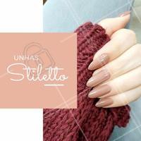 Aposte na tendência das unhas stiletto com seu formato pontudo para aderir a moda! O tom de bege combina com o estilo. #manicure #ahazou #tendencia #moda #unhasstiletto