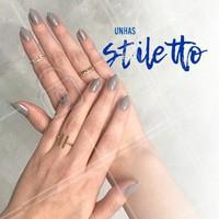 A moda das unhas stiletto continua! Uma boa opção é fazer a versão um pouco menor para deixar a unha delicada. #manicure #ahazou #stiletto #unhas #moda