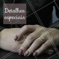 Que tal um enfeite nas unhas? O detalhe deixa a manicure muito mais elegante. #unhas #ahazou #manicure #detalhes #enfeite