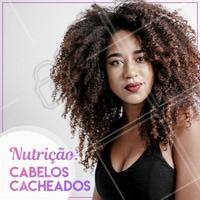 Olha só os benefícios da nutrição para o cabelo cacheado: alinha as cutículas, define os cachos, reduz frizz e evita pontas duplas. #nutrição #cabelocacheado #ahazou #cabelo