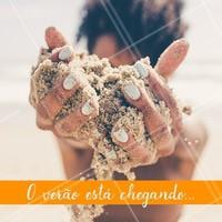 O verão está chegando e nada melhor do que estar com as unhas feitas para disfrutar de uma bela praia. #unhas #manicure #ahazou #praia #verão