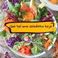 Aproveite o calor para se alimentar de forma leve e saudável. #alimentacao #ahazou #saudavel #salada