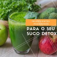 🔸 Folhas: as de cor verde mais escuro são as mais indicadas – espinafre, couve, rúcula, agrião, salsinha; 🔸 Frutas doces: ótimas para adoçar naturalmente o suco – maçã, ameixa seca, damasco seco, melão, banana, pêssego; 🔸 Frutas vermelhas: ricas em antioxidantes, são ótimas para a pele – morango, amora, cereja, framboesa; 🔸 Legumes: principalmente o pepino, que é diurético e tem a casca rica em fibras. Abóbora e aipo também são boas pedidas; 🔸 Raízes: acrescentam fibras e vitaminas – cenoura, beterraba, inhame, batata-doce; 🔸 Gengibre: é digestivo e acelera o metabolismo; 🔸 Brotos: de feijão ou alfafa, eliminam toxinas e auxiliam a digestão; 🔸 Sementes: de chia ou linhaça, são ricas em fibras e Ômega 3 e ajudam na sensação de saciedade. #sucosfuncionais #sucodetox #ahazou #saude #estetica #detox #dieta