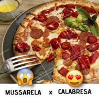 Esse duelo é difícil 😲 E aí, qual o seu favorito? 😍 #pizza #ahazou #pizzaria