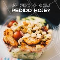 O ano está começando e estamos ansiosos para te atender! Comer bem é todo dia 🍽 Faça o seu pedido até amanhã e te entregamos até XXXX #marmitas #comidasaudavel #ahazou #pedidos #restaurante