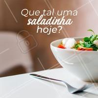 Uma saladinha sempre cai bem. Saudável e deliciosa...#salada #ahazou #saudavel