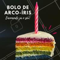 Já encomendou seu bolo de arco-íris? Além de lindo, ele é uma delícia 💜❤️️💙💛💚 #bolos #doces #confeitaria  #ahazoudoces #festas
