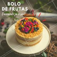 Já encomendou seu bolo de frutas? Além de lindo, ele é uma delícia 💜❤️️ #bolos #doces #confeitaria  #ahazoudoces #festas #bolodefrutas