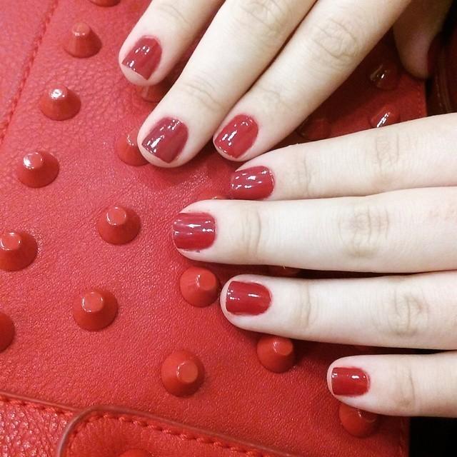 Esmalte vermelho é esmalte vermelho. Não falha nunca. :) unha vermelha unha esteticista manicure e pedicure maquiador(a)