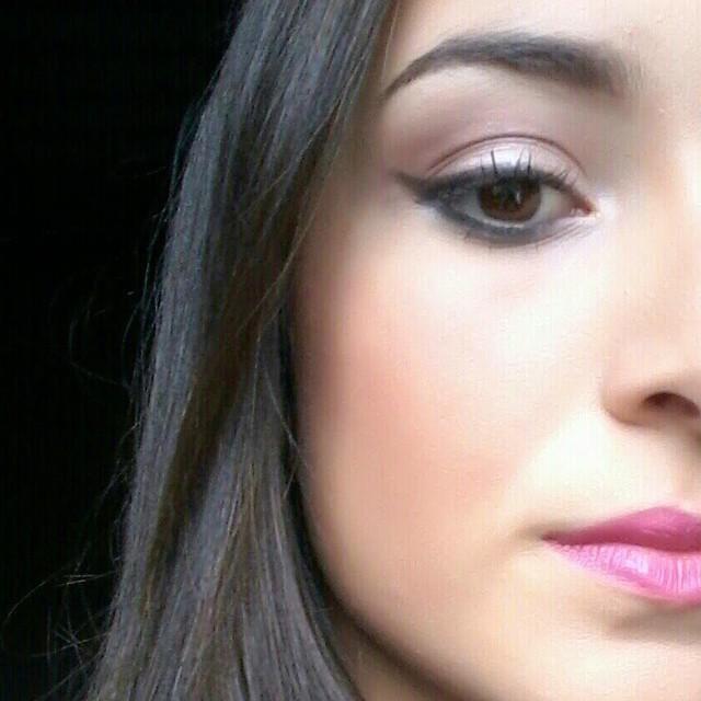 Delineado e batom rosa. Lacra HAHA' sempre a melhor pedida! maquiagem, deli esteticista cosmetólogo(a)