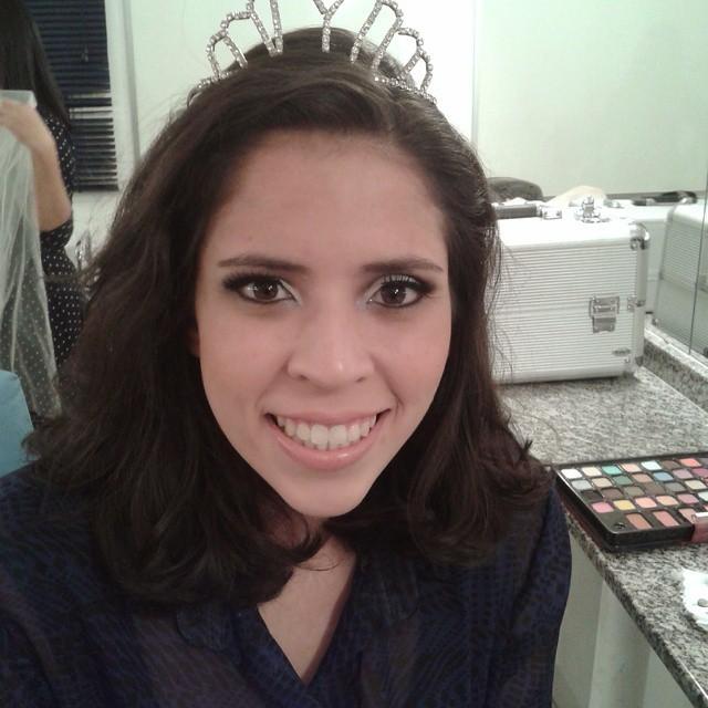 Modelo de noiva. Linda  maquiagem esteticista manicure e pedicure maquiador(a)