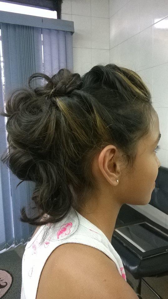 Penteado penteado semi preso penteado infantil cabelo caixa auxiliar cabeleireiro(a) cabeleireiro(a) maquiador(a)