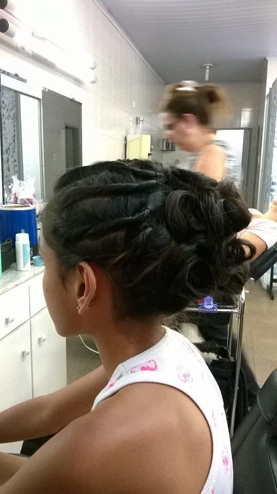 Penteado preso penteado infantil cabelo caixa auxiliar cabeleireiro(a) cabeleireiro(a) maquiador(a)