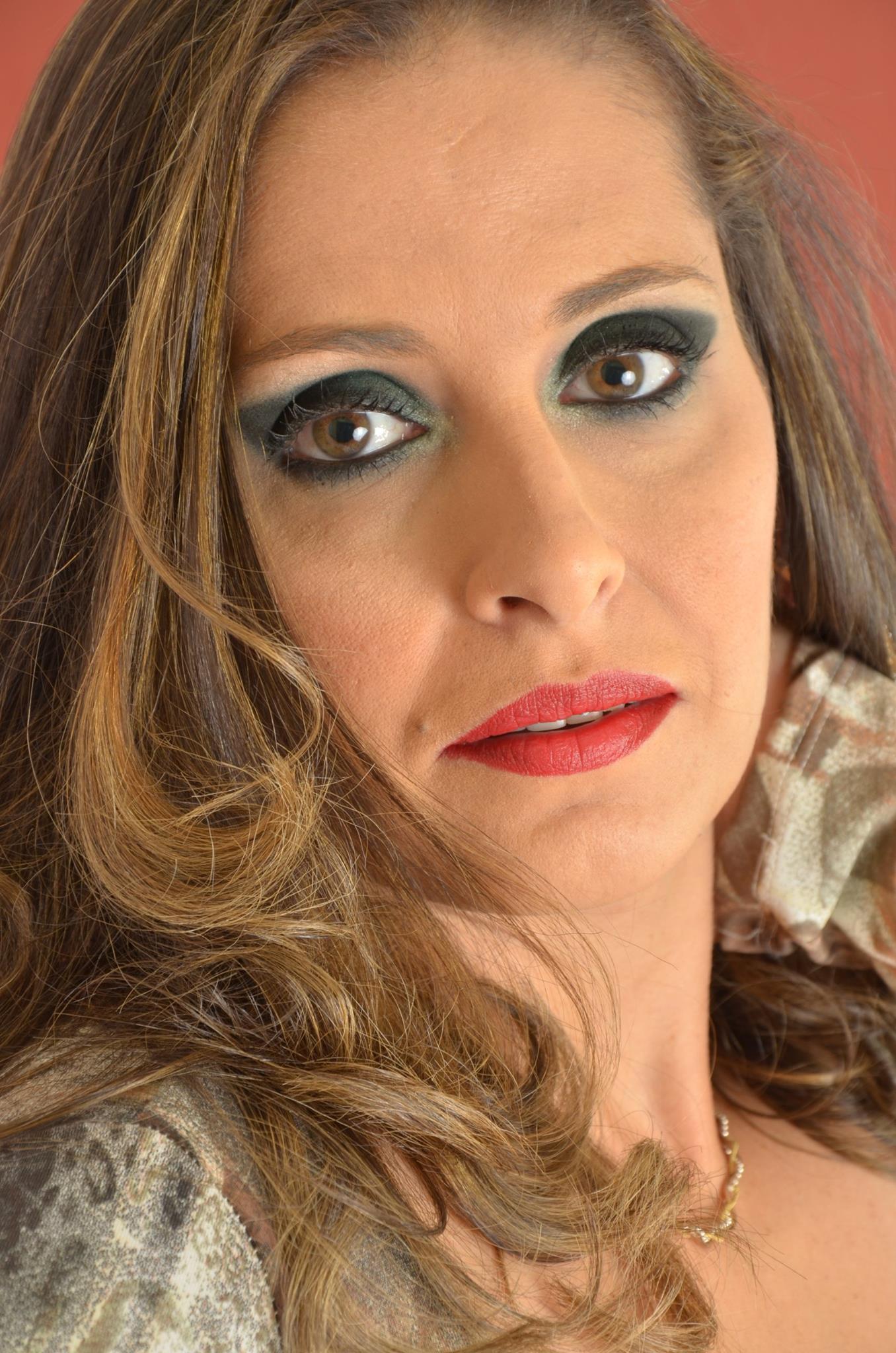 DIA DE DIVA cabeleireiro(a) depilador(a) designer de sobrancelhas maquiador(a) esteticista