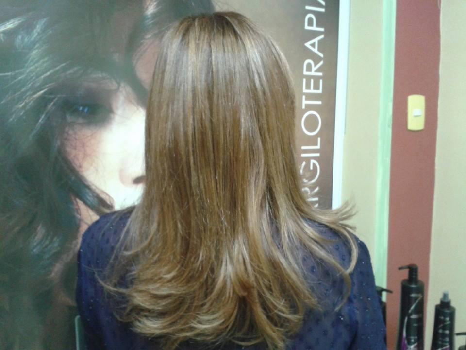 Repicado com luzes - Curso Centro Técnico Kadma Indaiatuba cabelo longo, corte cabeleireiro(a) depilador(a) designer de sobrancelhas maquiador(a) esteticista