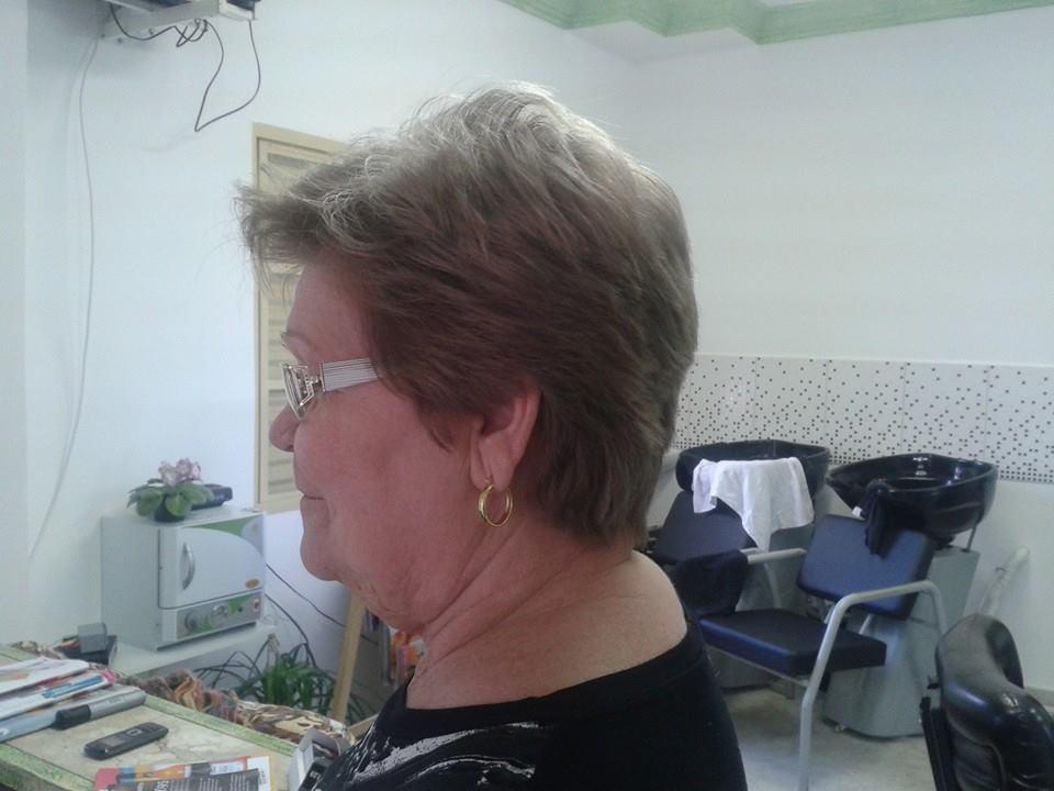 Cobertura de Brancos - Técnica Kadma  Pré-pigmentação com coloração escolhida + Fixador de pigmentos  - 15min. Em seguida coloração com cor escolhida + Ag 1 - 30min.  Com coloração e técnica Kadma conseguimos uma perfeita cobertura de brancos inclusive com nuances até tons de 8. cabelo curto, corte cabeleireiro(a) depilador(a) designer de sobrancelhas maquiador(a) esteticista