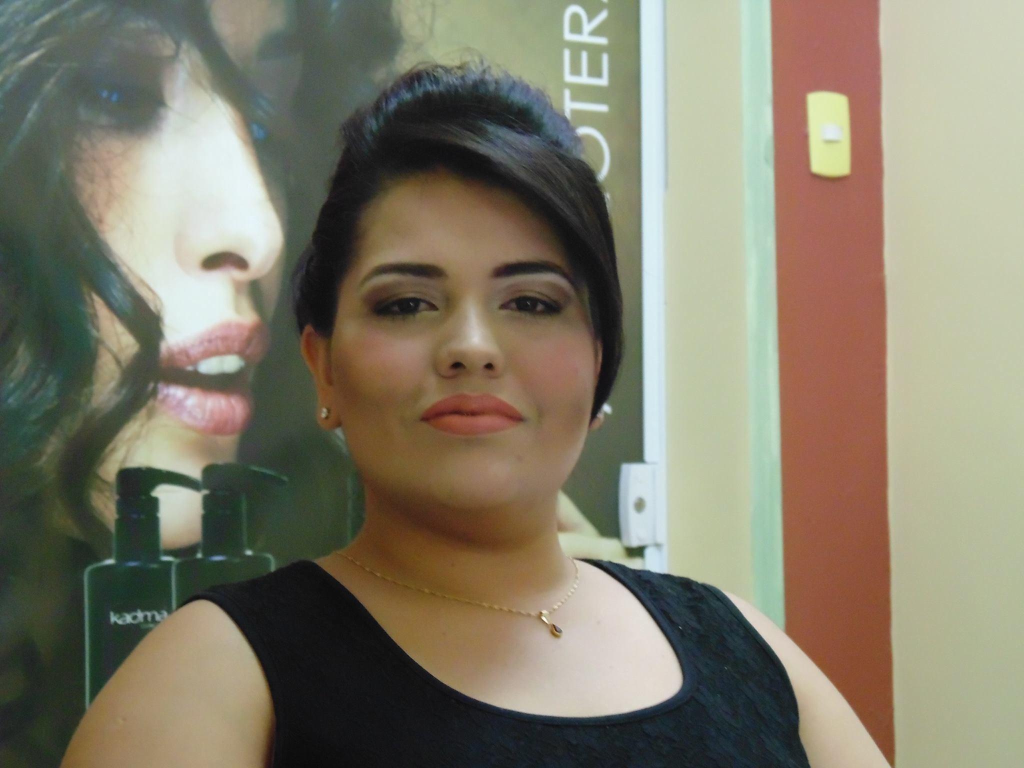 Maquiagem Pele Clara penteado preso, maquiagem cabeleireiro(a) depilador(a) designer de sobrancelhas maquiador(a) esteticista