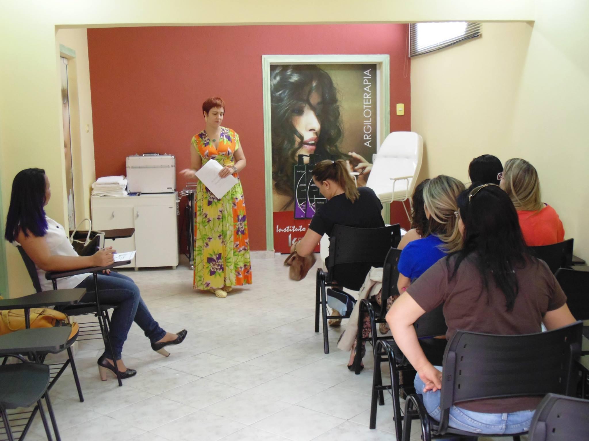 Workshop de Maquiagem no Centro Técnico Kadma Indaiatuba cabeleireiro(a) depilador(a) designer de sobrancelhas maquiador(a) esteticista