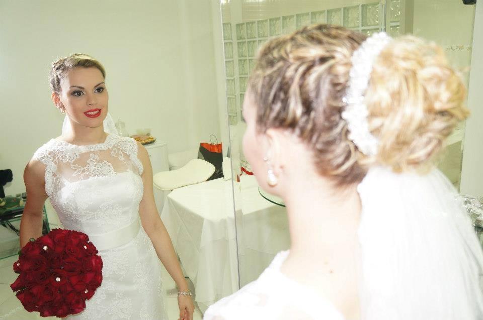 Noiva exuberante penteado preso, noiva, maquiagem cabelo  cabeleireiro(a) maquiador(a) designer de sobrancelhas esteticista