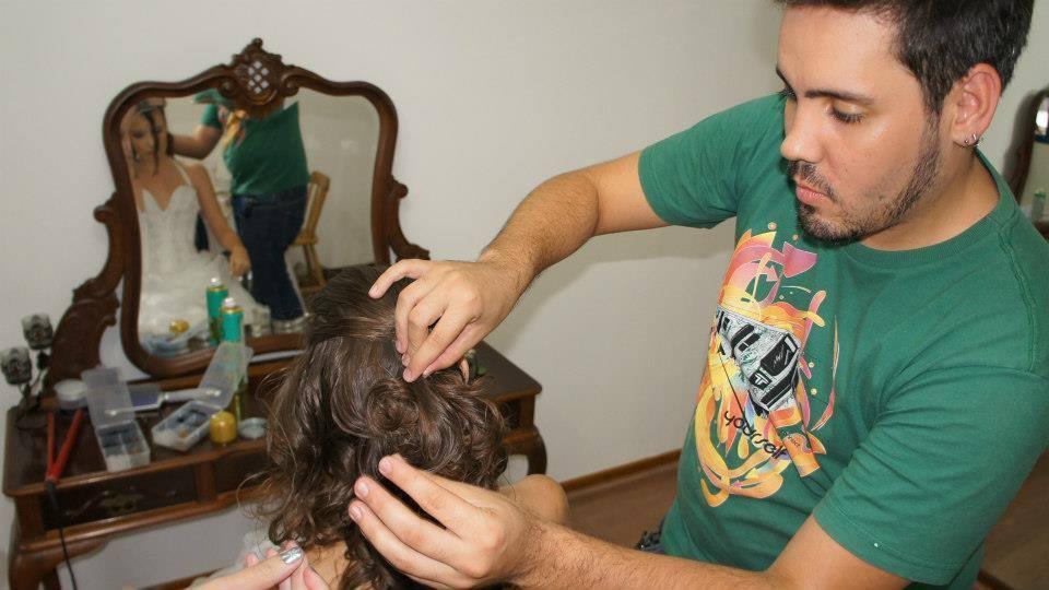 Trabalhando cabeleireiro(a) maquiador(a) designer de sobrancelhas esteticista