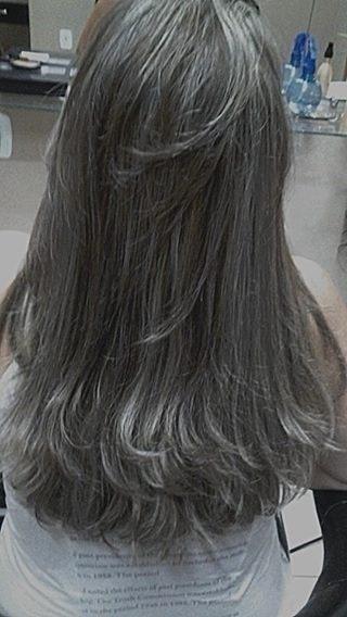 Luzes  Mecha a mecha no papel. A cliente queria bem acinzentada. cabeleireiro(a) maquiador(a)
