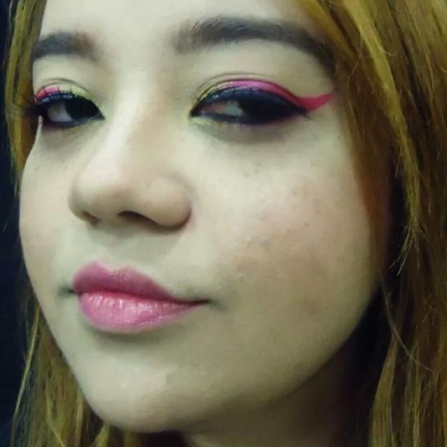 Conceito capa de revista oriental maquiagem artistica maquiador(a) assistente maquiador(a) auxiliar administrativo atendente estudante recepcionista caixa