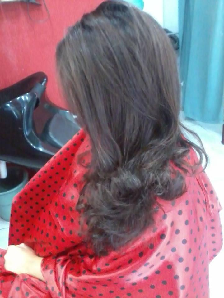 Escova anelada nas pontas cabeleireiro(a)