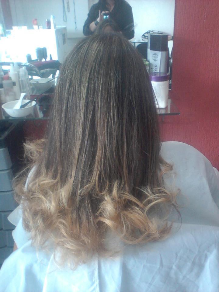 Ombré Hair feito em cabelo com residuo de tintura 3.0 Feito em papel alumínio, descolorido, matizado, tonalizado e cauterizado cabeleireiro(a)
