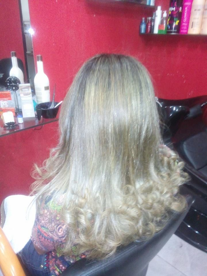 Luzes e escova cabeleireiro(a)