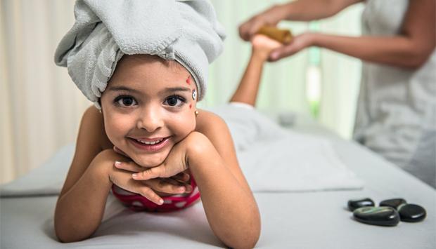 beneficio da massagem na infância durante as aulas práticas foram realizado um dia de princesinha onde crianças filhas das alunas eram as modelos do dia D. infantil esteticista
