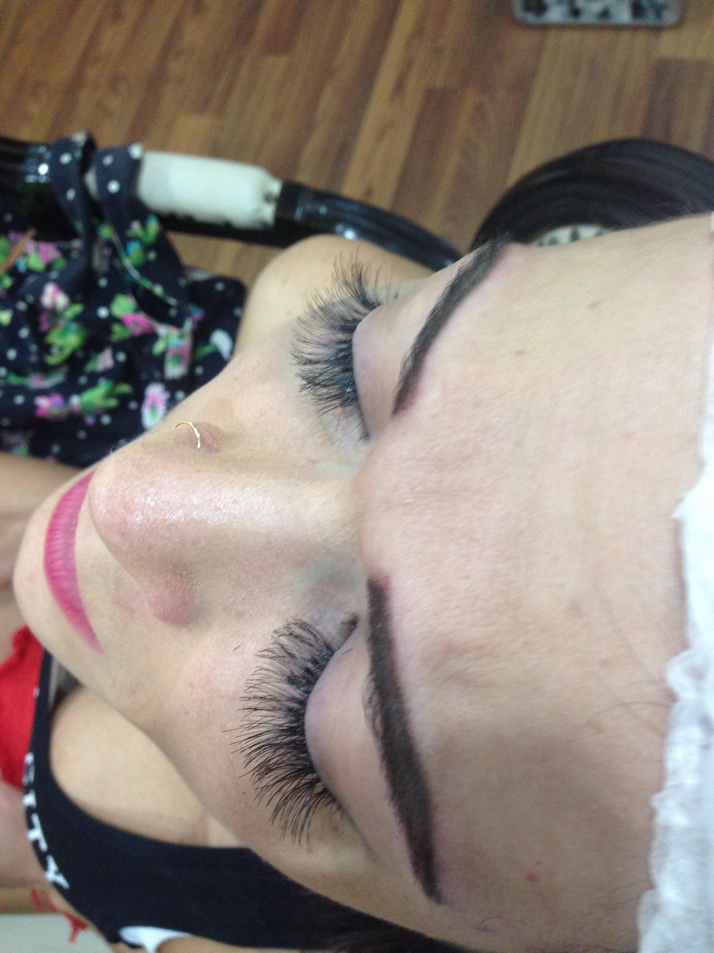 Alongamento de cílios  dermopigmentador(a) designer de sobrancelhas maquiador(a) micropigmentador(a)