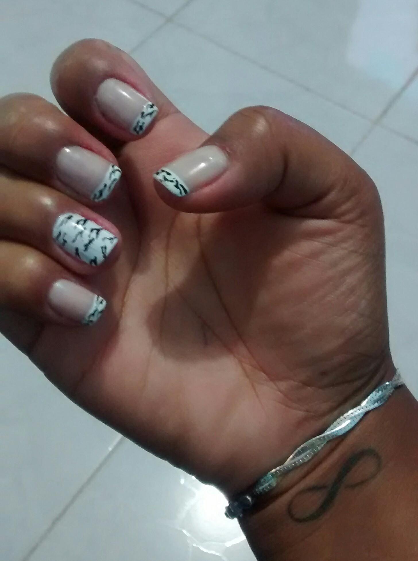 zebrinha #UnhasDecoradas #Francesinha com zebrinha #NailArt  #DecoradaaMão #Esmalte manicure e pedicure