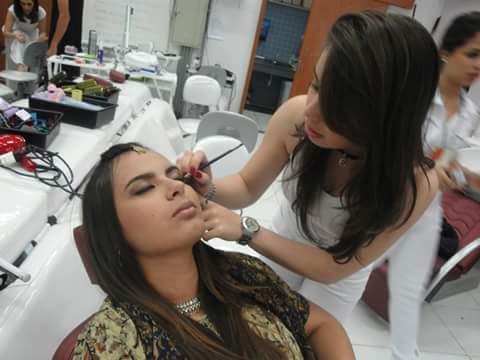 maquiagem temática maquiador(a) consultor(a) designer de sobrancelhas