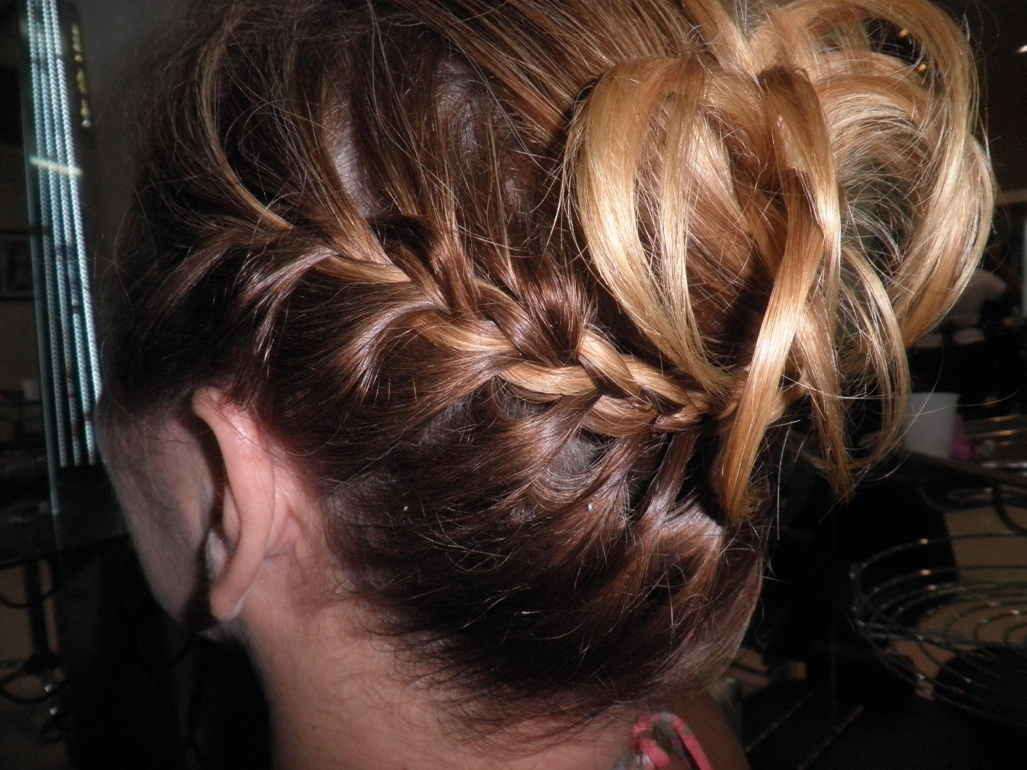 Penteado com trança cabelo  cabeleireiro(a)