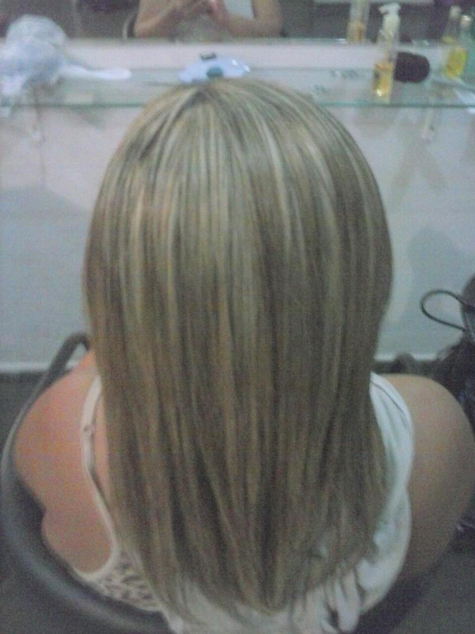 luzes platinadas maquiador(a) cabeleireiro(a) manicure e pedicure
