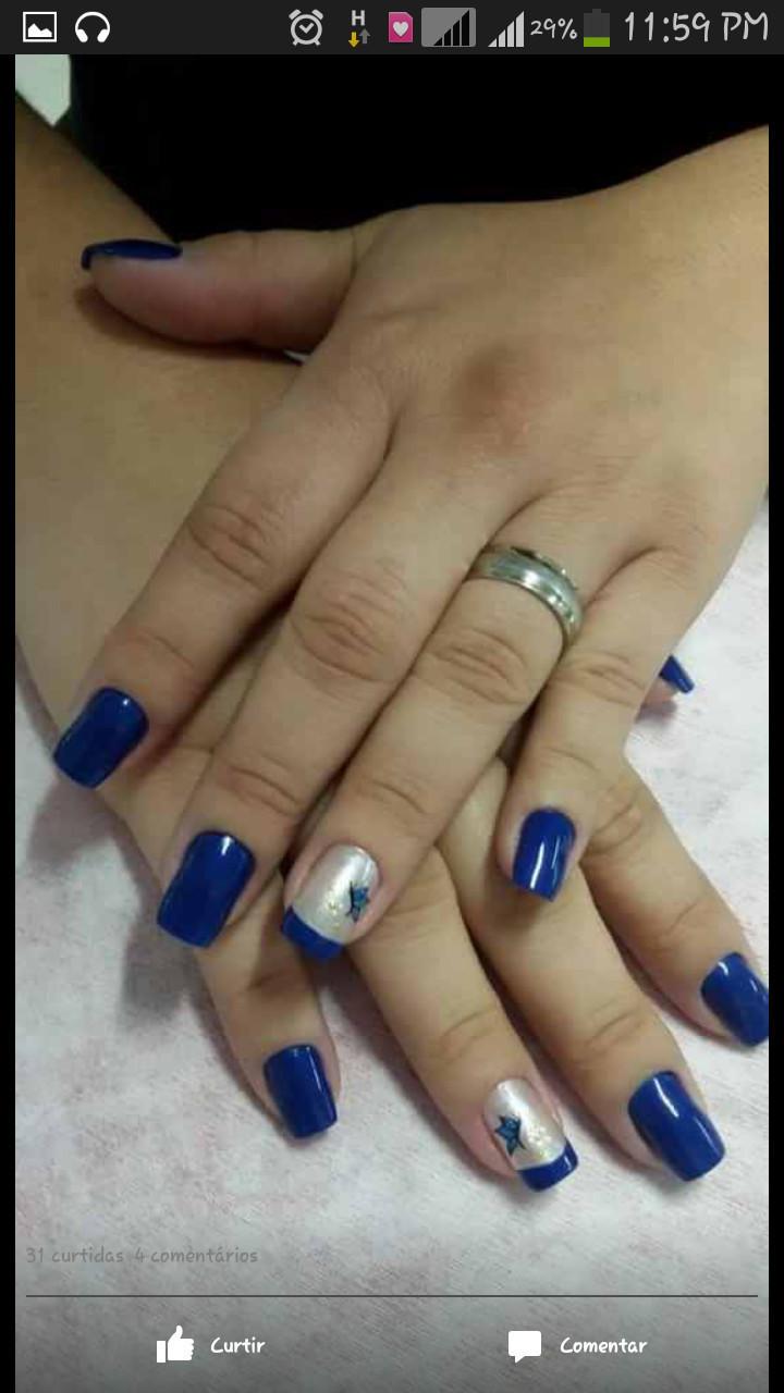 meu trabalhos Depois d algumas semanas d incentivo para a cliente parar d roer unhas eis o resultado, a decoracao e um adesivo pronto mais feito a mao!!! manicure e pedicure