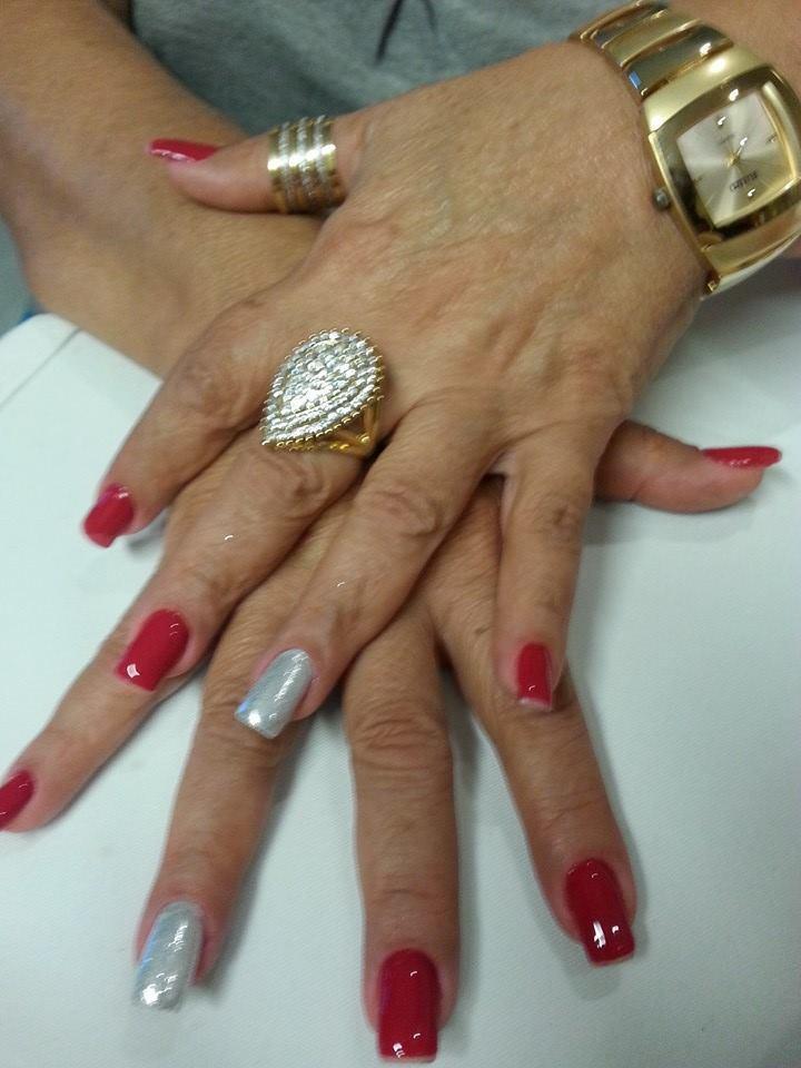 Vermelho  manicure e pedicure