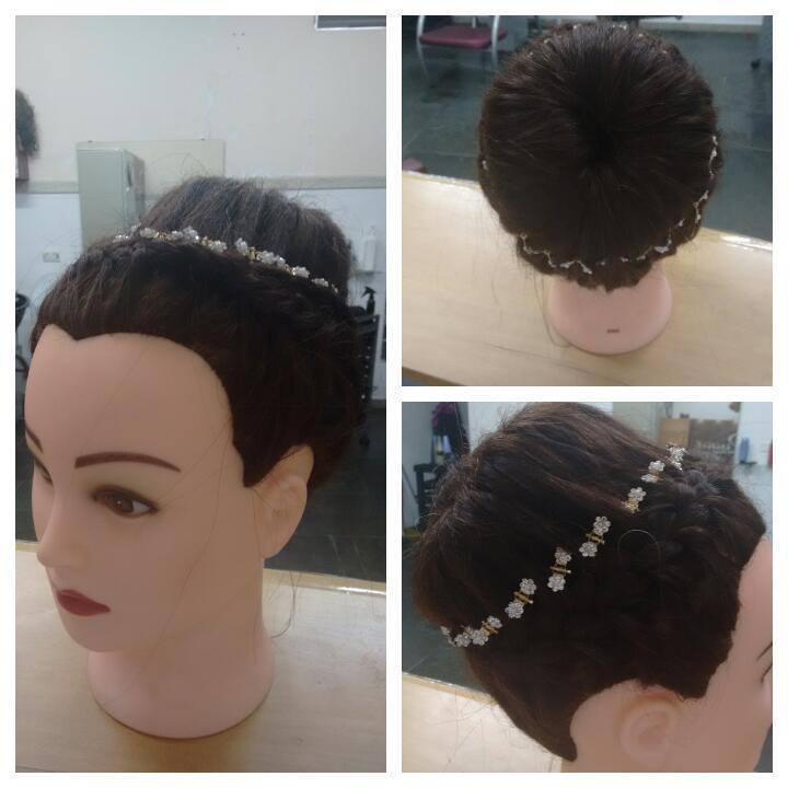 coque coque bola feito com trança alimentando tanto a parte do cabelo  e ao mesmo tempo o coque  cabeleireiro(a)