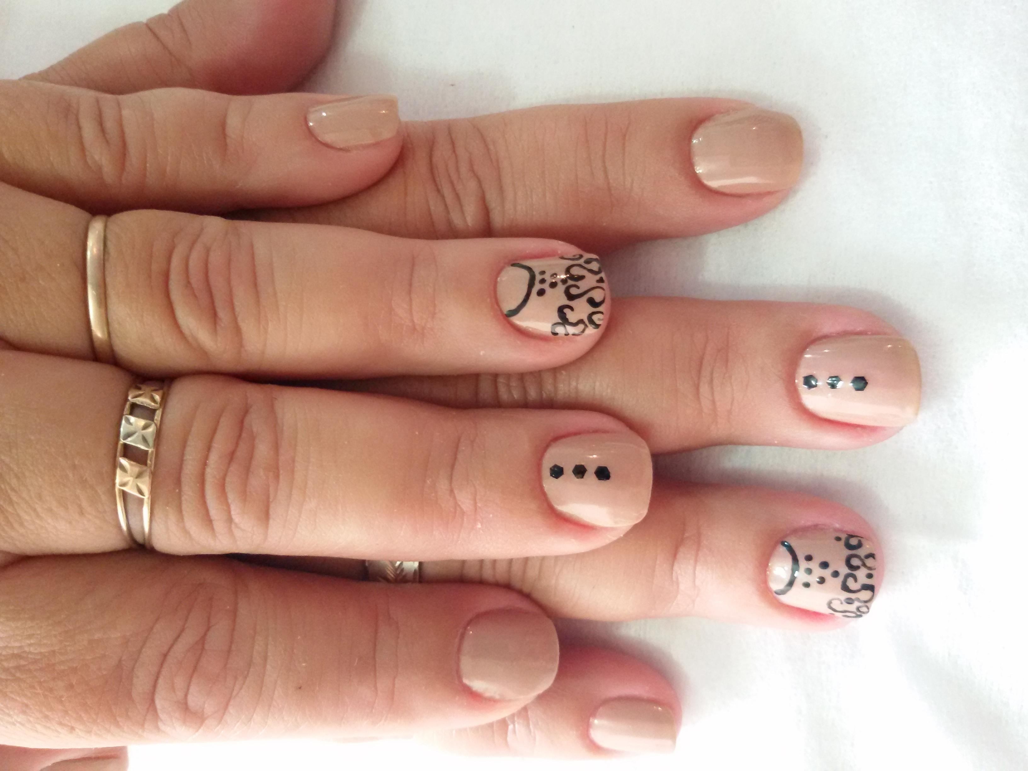 Trabalhos realizados a mão livre Nude unhas  cabeleireiro(a) manicure e pedicure maquiador(a) depilador(a) designer de sobrancelhas escovista