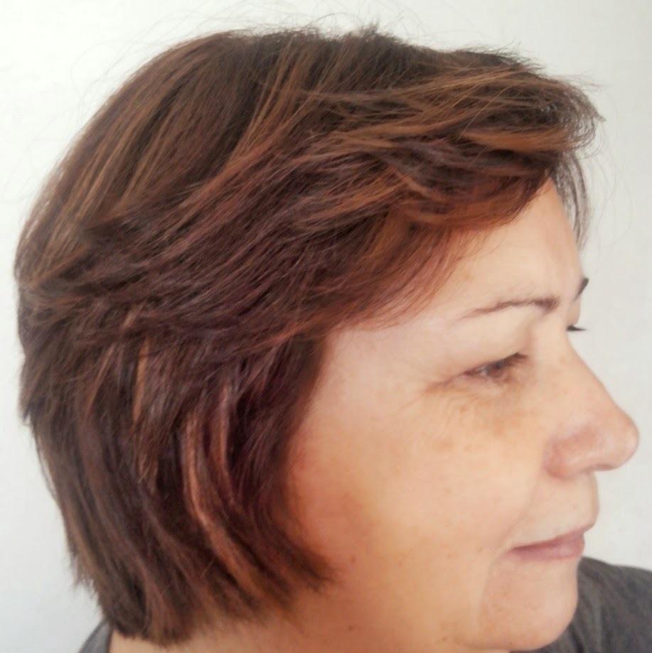 Cut , Form e Color Usei X-tenso e mudei as cor com luzes em zig zag tons acobreados e marron avermelhado (tendência)  e Corte  cabeleireiro(a)